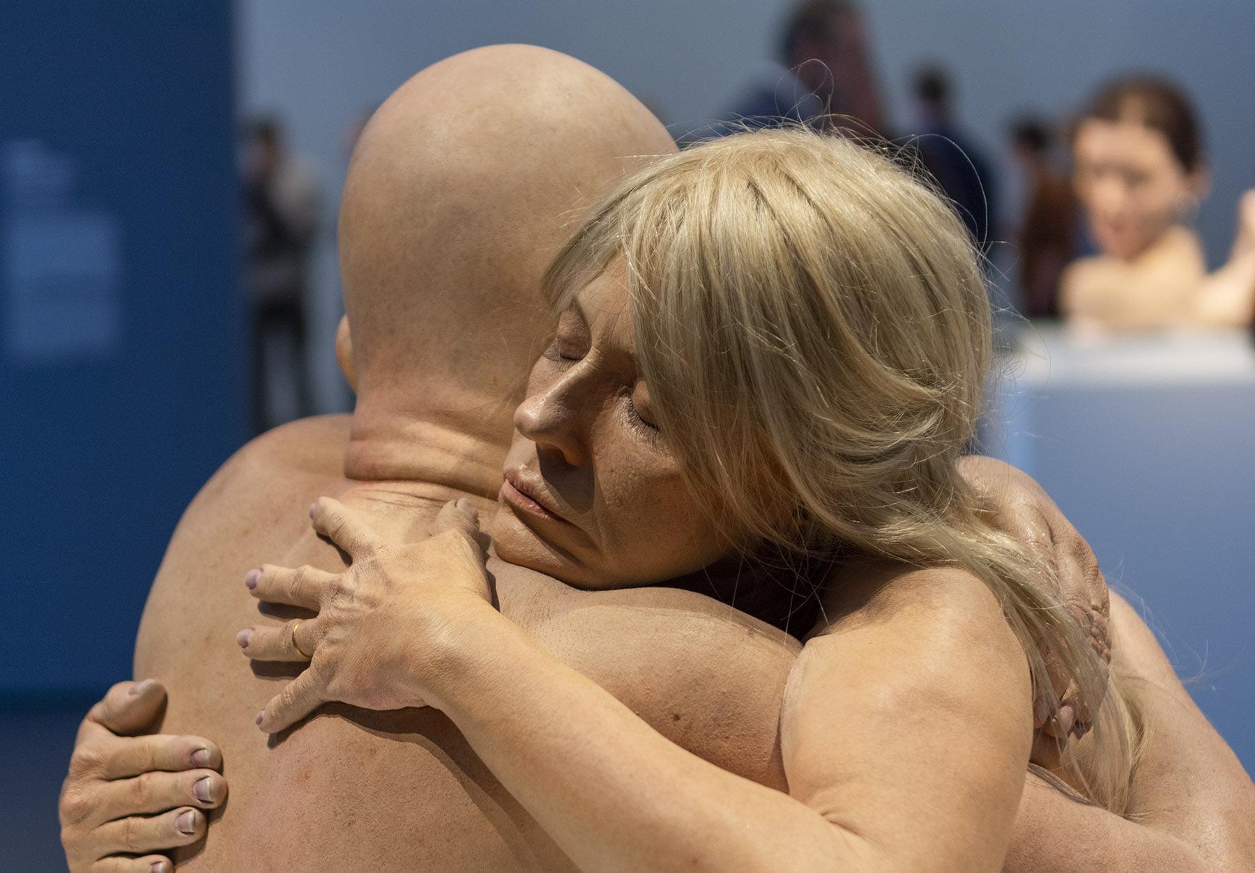 Marc Sijan - Embrace, Kunsthal, Hyperrealism Sculpture